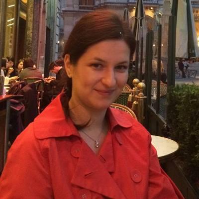 Adina Lukacs Librăria de Vinuri